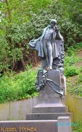 <h5>Statue du parc Petrin</h5>