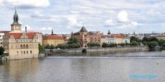<h5>Prague, à gauche le musée Smetana</h5>
