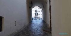<h5>Prague, ruelle proche de l'église St Nicolas</h5>