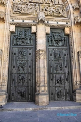 <h5>Prague, porte de la Cathédrale Saint-Guy (chateau)</h5>