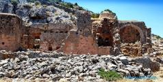 <h5>Grotte du monastère de Gouvernetou</h5>